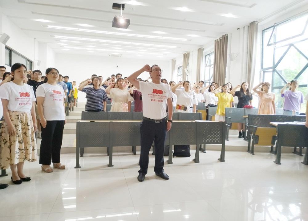 生物工程学院举行新党员入党宣誓仪式